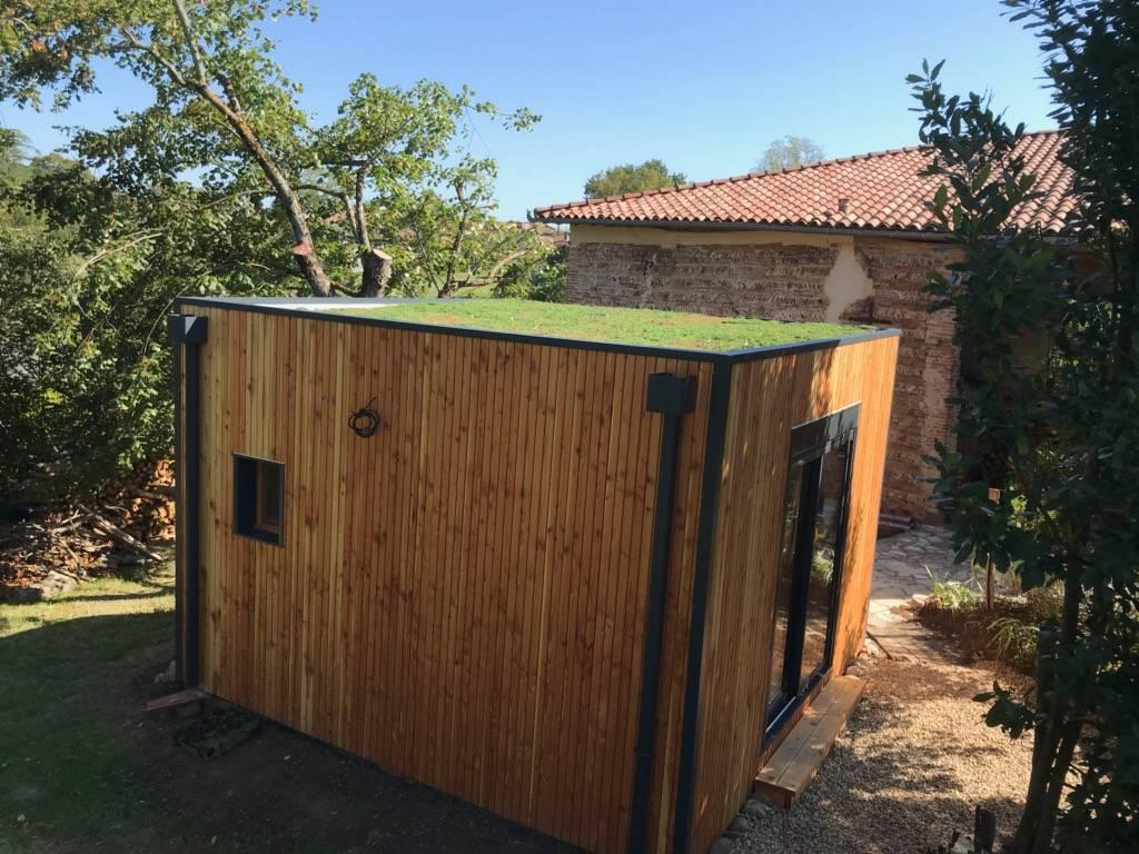 Toiture végétalisé pour ce studio à Auterive dans le 31 - Constructeur d'extension de maison en ...